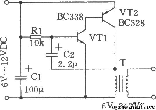 电路中三极管VTl、VT2构成了一振荡器,产生频率为3Hz的直流脉冲电压,并输出变压比为6V:240V升压器的初级线圈,在每个脉冲结束时,相应地在变压器的次级线圈产生一高电压。脉冲的重复频率可通过选择C2、Rl值进行调整。本电路在警棍中使用时,可采用铅酸电池。