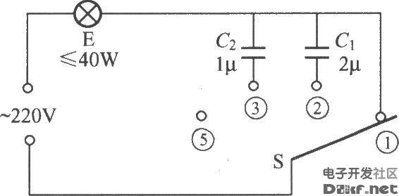 电路如图所示,它是利用电容器对交流电的容抗原理制